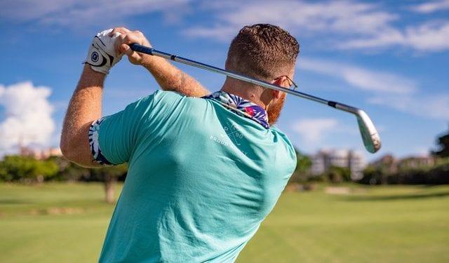 how to grip a golf club